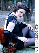 Девушка 20 лет в маленьком черном платье. Стоковое фото, фотограф Ольга Коретникова / Фотобанк Лори