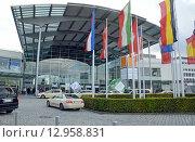 Купить «Западный вход в выставочный центр Messe Munchen (New Munich Trade Fair Centre) - Мюнхен, Германия», эксклюзивное фото № 12958831, снято 17 сентября 2013 г. (c) Александр Замараев / Фотобанк Лори
