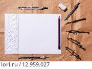 Чертёжные инструменты и лист бумаги. Стоковое фото, фотограф Виктор Колдунов / Фотобанк Лори