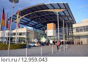 Купить «Западный вход в выставочный центр Messe Munchen (New Munich Trade Fair Centre) - Мюнхен, Германия», эксклюзивное фото № 12959043, снято 17 сентября 2013 г. (c) Александр Замараев / Фотобанк Лори
