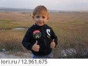 Мальчик на горе (2014 год). Редакционное фото, фотограф Матвеева Елизавета / Фотобанк Лори