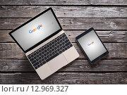Новый логотип Google на macbook и ipad (2015 год). Редакционное фото, фотограф ouh_desire / Фотобанк Лори
