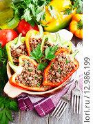 Купить «Фаршированная паприка с мясом», фото № 12986199, снято 30 октября 2015 г. (c) Надежда Мишкова / Фотобанк Лори