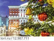 Купить «Рождественская елка и архитектура Москвы», фото № 12987711, снято 24 ноября 2018 г. (c) Mikhail Starodubov / Фотобанк Лори