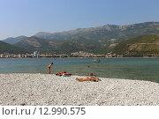 Купить «Черногорский пляж острова Святого Николая, Черногория», эксклюзивное фото № 12990575, снято 17 июля 2015 г. (c) Алексей Гусев / Фотобанк Лори