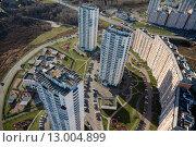 Купить «Вид сверху на жилые дома нового микрорайона в одном из городов России», фото № 13004899, снято 18 ноября 2013 г. (c) Николай Винокуров / Фотобанк Лори
