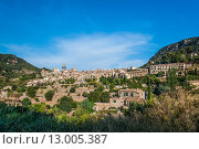 Красивый маленький городок Вальдемоса, Мальорка, Испания. Стоковое фото, фотограф Роман Гадицкий / Фотобанк Лори