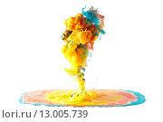 Цветные чернила или пигменты растворяются в воде. Стоковое фото, фотограф Смирнов Константин / Фотобанк Лори
