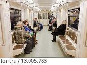 Купить «В вагоне Московского метро», фото № 13005783, снято 5 ноября 2015 г. (c) Victoria Demidova / Фотобанк Лори