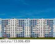 Здание на фоне голубого неба. Стоковое фото, фотограф Павел Мрастев / Фотобанк Лори