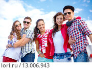 Купить «group of smiling teenagers hanging out», фото № 13006943, снято 20 июля 2013 г. (c) Syda Productions / Фотобанк Лори