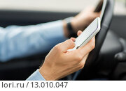 close up of man hand with smartphone driving car. Стоковое фото, фотограф Syda Productions / Фотобанк Лори