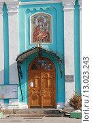 Купить «Вход в храм Рождества Пресвятой Богородицы в Крылатском в Москве», эксклюзивное фото № 13023243, снято 8 марта 2010 г. (c) lana1501 / Фотобанк Лори