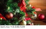 Купить «close up of christmas tree decorated with balls», фото № 13030539, снято 7 октября 2015 г. (c) Syda Productions / Фотобанк Лори