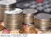 Купить «Стопки российских рублей на купюрах», фото № 13031727, снято 9 ноября 2015 г. (c) Сергеев Валерий / Фотобанк Лори