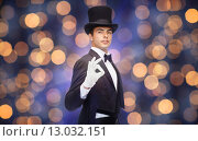 Купить «magician in top hat showing ok hand sign», фото № 13032151, снято 12 сентября 2013 г. (c) Syda Productions / Фотобанк Лори