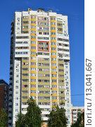 Купить «Двадцатичетырёхэтажный одноподъездный сборно-монолитно-панельный жилой дом серии И-155-Б. Новомарьинская улица, 38. Москва», эксклюзивное фото № 13041667, снято 29 июля 2015 г. (c) lana1501 / Фотобанк Лори