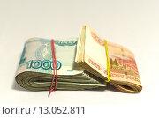 Купить «Две пачки тысячных и пятитысячных рублевых купюр перетянутые резинкой», фото № 13052811, снято 13 ноября 2015 г. (c) Ивашков Александр / Фотобанк Лори