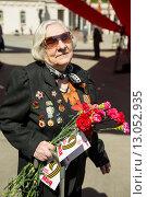 Купить «Ветеран Великой Отечественной войны. 9 мая 2015 года», эксклюзивное фото № 13052935, снято 9 мая 2015 г. (c) Михаил Ворожцов / Фотобанк Лори