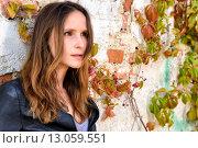 Купить «Trendy woman posing in front of a weathered wall», фото № 13059551, снято 21 января 2019 г. (c) PantherMedia / Фотобанк Лори