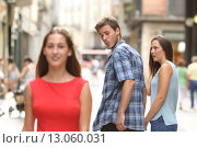 Купить «Disloyal man with his girlfriend looking at another girl», фото № 13060031, снято 28 сентября 2018 г. (c) PantherMedia / Фотобанк Лори