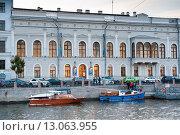 Купить «Шуваловский дворец на Фонтанке ранним вечером. Санкт-Петербург», фото № 13063955, снято 9 сентября 2015 г. (c) Екатерина Овсянникова / Фотобанк Лори