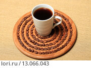 Купить «Чашка кофе и кофейные зерна на круглой деревянной подставке», эксклюзивное фото № 13066043, снято 20 ноября 2014 г. (c) Яна Королёва / Фотобанк Лори