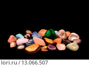 Камни самоцветы на черном фоне. Стоковое фото, фотограф Нефедьев Леонид / Фотобанк Лори