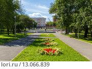 Купить «Комсомольский сквер летним днем в Нижнем Тагиле», фото № 13066839, снято 14 августа 2013 г. (c) Евгений Ткачёв / Фотобанк Лори