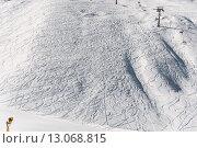 Купить «Ski lifts durings bright winter day», фото № 13068815, снято 27 февраля 2015 г. (c) Elnur / Фотобанк Лори