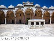 The inner courtyard of Suleymaniye Mosque, Istanbul (2014 год). Стоковое фото, фотограф Serg Zastavkin / Фотобанк Лори