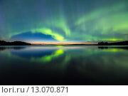 Северное сияние над озером, фото № 13070871, снято 27 августа 2013 г. (c) Petri Jauhiainen / Фотобанк Лори