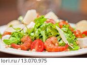 Овощной салат с креветками. Стоковое фото, фотограф Jan Jack Russo Media / Фотобанк Лори