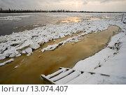 Купить «Первый снег и лед на Оби», фото № 13074407, снято 4 ноября 2015 г. (c) Алексей Маринченко / Фотобанк Лори