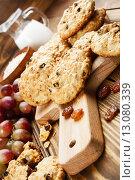 Купить «Домашние печенья с изюмом», фото № 13080339, снято 18 ноября 2015 г. (c) Надежда Мишкова / Фотобанк Лори