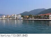 Купить «Вид на черногорский город Тиват с моря», эксклюзивное фото № 13081843, снято 21 июля 2015 г. (c) Алексей Гусев / Фотобанк Лори