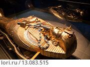 Купить «Золотая гробница фараона с мумией внутри в музее отеля Alf Leila Wa Leila (1001 ночь). Хургада, Египет», фото № 13083515, снято 31 октября 2015 г. (c) Кекяляйнен Андрей / Фотобанк Лори