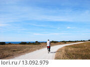 Купить «Senior biking at a winding gravel road along the coast at the swedish island Oland», фото № 13092979, снято 20 июля 2019 г. (c) PantherMedia / Фотобанк Лори