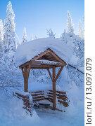 Снег на крыше навеса. Стоковое фото, фотограф Олег Вдовин / Фотобанк Лори