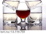 Бокалы с виски с коньяком. Стоковое фото, фотограф Роман Червов / Фотобанк Лори
