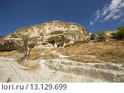 Старинный пещерный город Чуфут-Кале в Крыму (2015 год). Стоковое фото, фотограф Никита Юдин / Фотобанк Лори