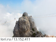 Веревочный мост над пропастью на горе Ай-Петри, Крым (2015 год). Стоковое фото, фотограф Dmitry Burlakov / Фотобанк Лори
