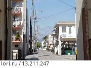 Купить «Florida, Miami Beach, alley, buildings, utility poles, lines,», фото № 13211247, снято 19 декабря 2010 г. (c) age Fotostock / Фотобанк Лори