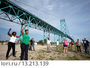 Detroit, Michigan - Community activists in southwest Detroit celebrate after tearing down a fence blocking access to part of Riverside Park  The fence... Редакционное фото, фотограф Jim West / age Fotostock / Фотобанк Лори