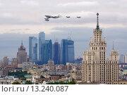 Авиационная часть парада в Москве 9 мая (2010 год). Редакционное фото, фотограф Артём Аникеев / Фотобанк Лори