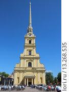 Петропавловский собор в Петербурге на синем фоне (2015 год). Редакционное фото, фотограф Лидия Хвесюк / Фотобанк Лори