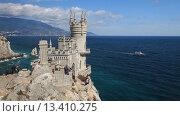 Купить «Крым. Вид на замок Ласточкино гнездо», видеоролик № 13410275, снято 9 октября 2015 г. (c) Яна Королёва / Фотобанк Лори