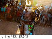 Купить «Cora Indians, wearing masks and feathers, perform love-making dance during the religious ritual celebration of Semana Santa Holy Week in Jesús María, Nayarit...», фото № 13425543, снято 22 апреля 2010 г. (c) age Fotostock / Фотобанк Лори
