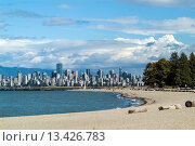 View of downtown Vancouver from Locarno Beach, Vancouver, BC, Canada. Стоковое фото, фотограф Douglas Williams / age Fotostock / Фотобанк Лори
