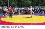 Купить «Татарская национальная борьба на поясах Куреш», видеоролик № 13443499, снято 22 марта 2019 г. (c) FotograFF / Фотобанк Лори